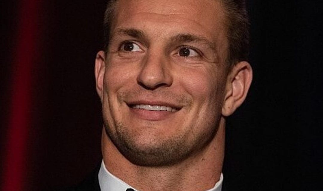 Gronk and Kostek donate 20,000 masks to those who need it most