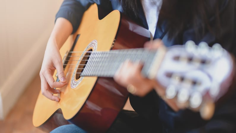 Learn Acoustic Guitar with Jamorama's Online Classes